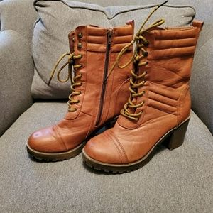 Doll house lace up boots 8.5